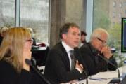 Le milieu culturel à la Commission d'examen sur la fiscalité québécoise, hier à Montréal.