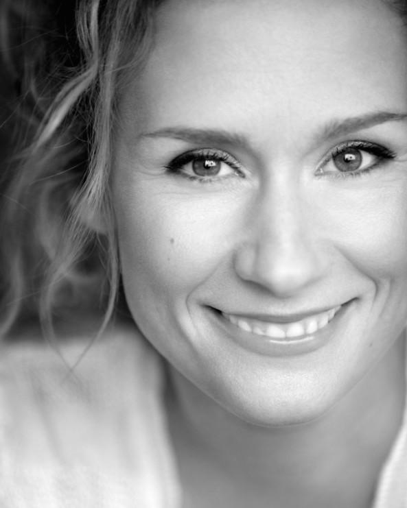 Édith Cochrane se lance dans la Web Thérapie à TV5 cet été
