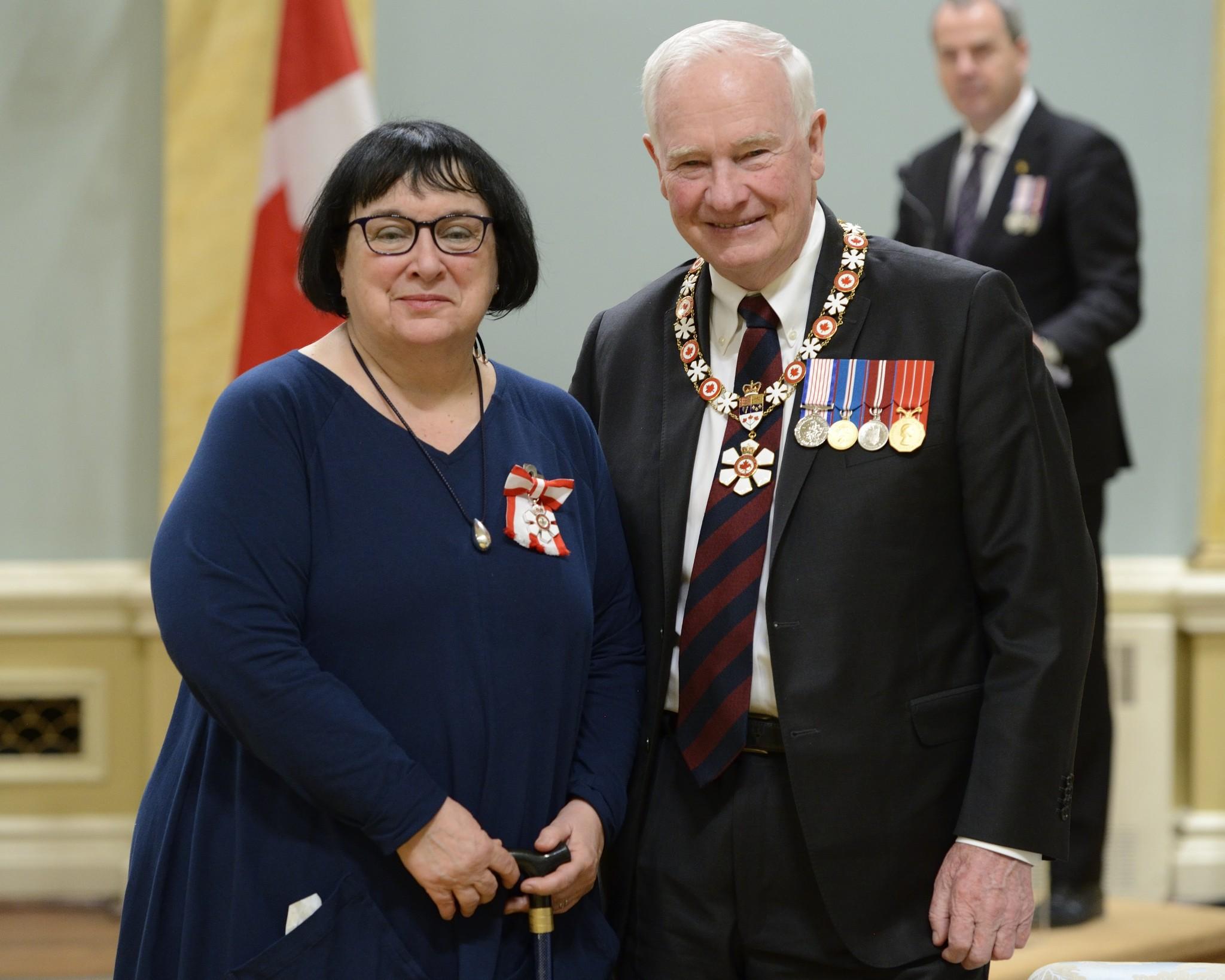 Michèle Fortin reçoit l'insigne de l'Ordre du Canada