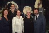 Carolle Brabant reçoit la distinction de chevalier de l'ordre des Arts et des Lettres