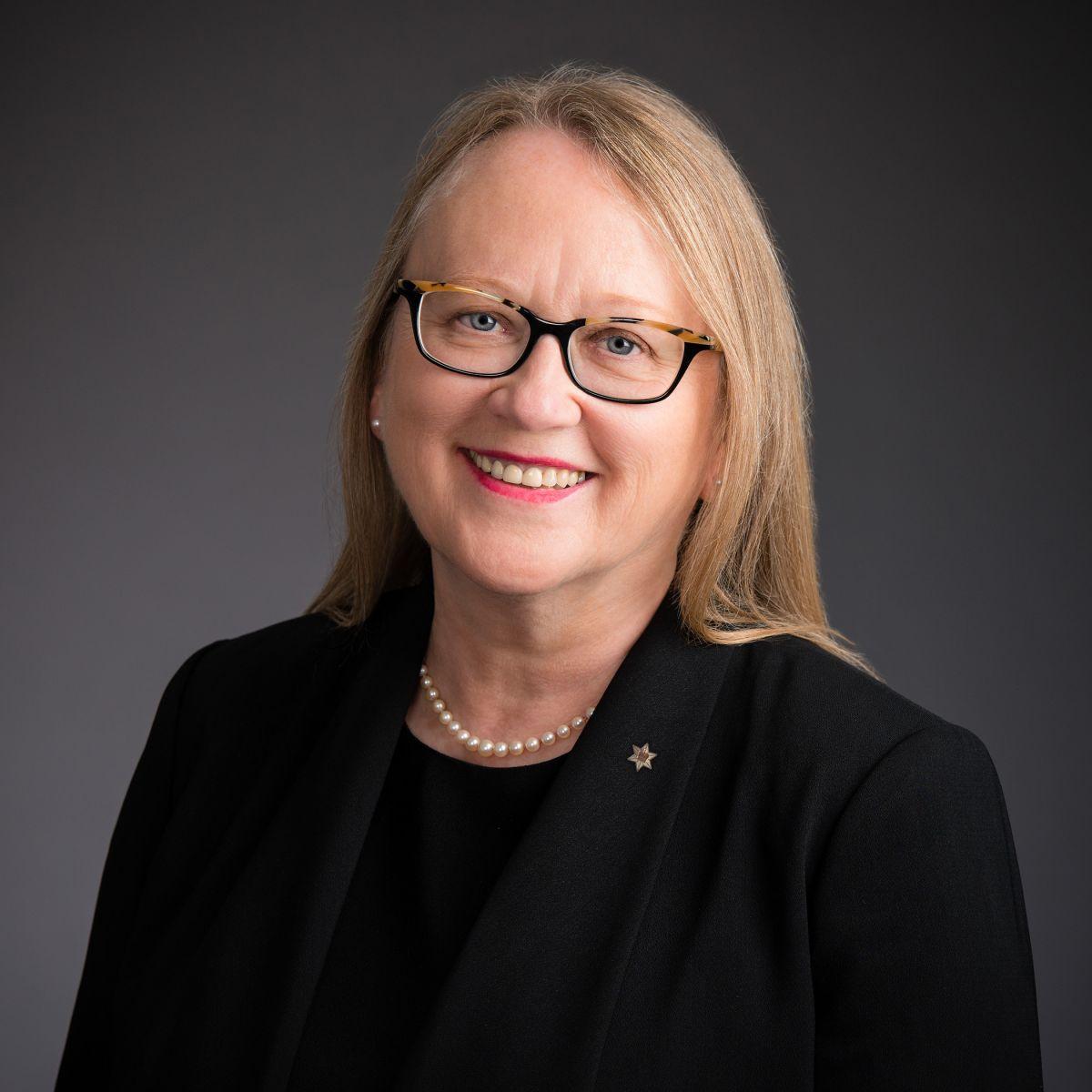 Valerie Creighton,présidente et chef de la direction du FMC, investie de l'Ordre du Canada