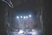 Projection dans une fosse à ciel ouvert à Val-D'or pour « SOUTERRAIN » de Sophie Dupuis